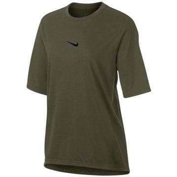 Nike T-ShirtsElevated Dry Top SS Women grün