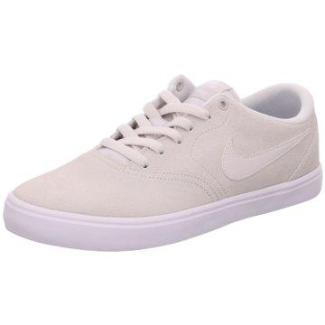 Nike Street Look beige